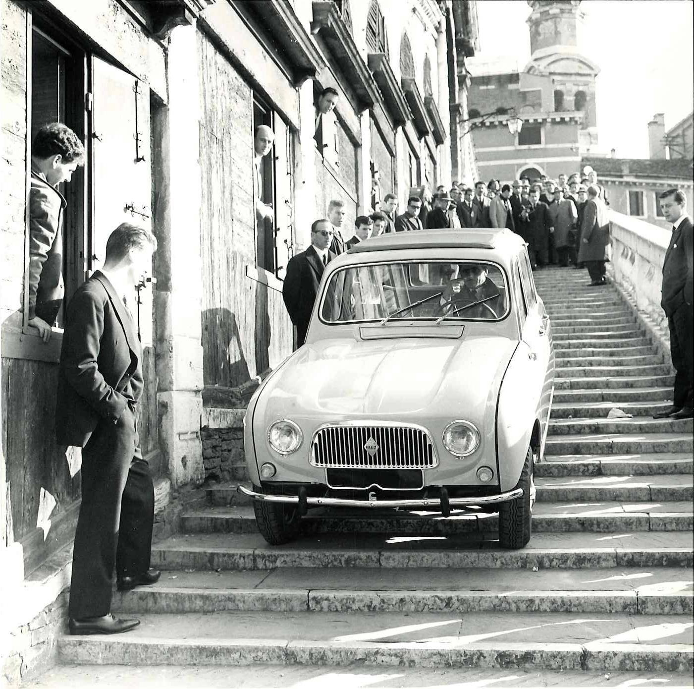 Renault 4, L'auto Universale